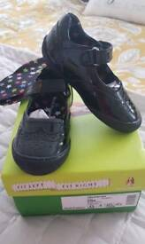 Girls shoes hush puppies size 8