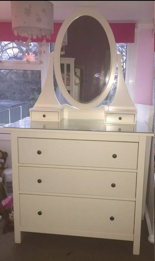 Ikea hemnes chest of drawers with glass top and mirror for Mirror with drawers ikea