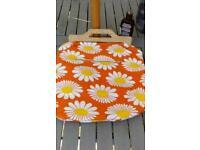 Retro beach bag orange white daisys