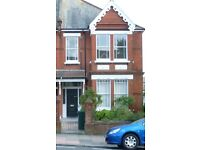 BN1- One Bedroom Maisonette Flat to Rent £800 PCM, bills excluded. Available 25th March