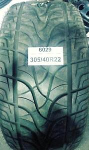 PNEU ÉTÉ USAGÉ / USED SUMMER TIRE 305/40R22 30540R22 FULL RUN HS299 (1 SEUL DE DISPONIBLE)