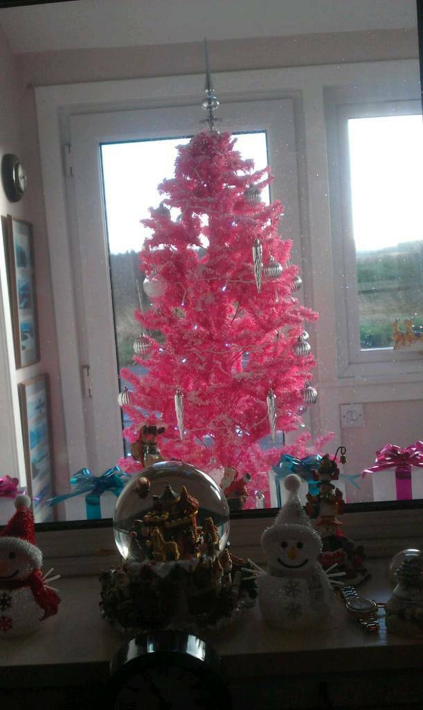SNOWING CHRISTMAS TREE - SNOWING CHRISTMAS TREE In Broxburn, West Lothian Gumtree