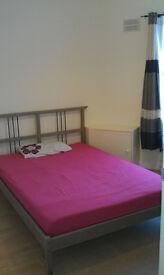 Nice double room in Queensbury