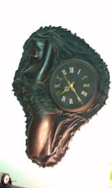 COLLECTABLE, ANTIQUE, HOBBIES MODERN ART HAND CRAFTED SCULPTURE CLOCK IN BLACK LEATHER
