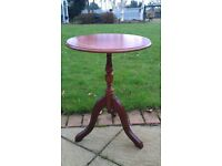 ROUND WOODEN COFFEE/OCCASIONAL/WINE TABLE POLISHED