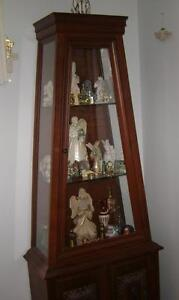 Vitrine antique en forme de foyer