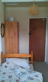 SINGLE BEDSIT ROOM IN QUIET CLEAN SHARED HOUSE AVAILABLE TO RENT, ALL BILLS & FAST INTERNET INCLUDED