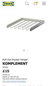 Pull-out trouser hanger