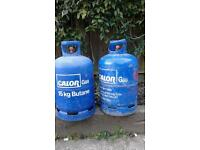 2 x gas cylinders