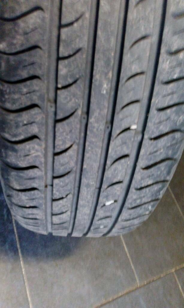 Vauxhall alloys with exelent tyres