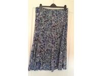 LADIES MARKS & SPENCERS SKIRT Size 18