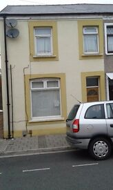 Flat to rent, large 2 bed ground floor with enclosed garden.