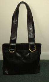 Lakeland Black Leather Handbag in Excellent Condition
