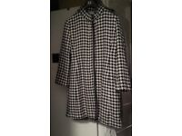 **LADIES BLACK AND WHITE DOGTOOTH WINTER COAT SIZE 16**