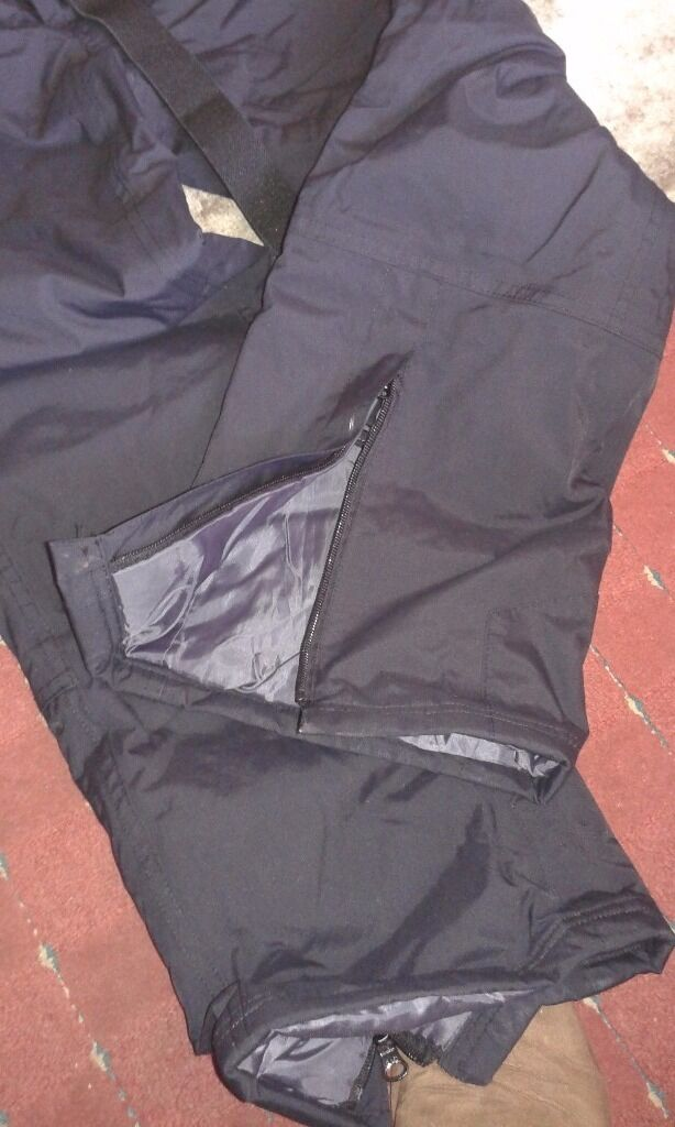 Black waterproof salopettes/ski pants with braces, very good condition large (adultin Childwall, MerseysideGumtree - Black waterproof salopettes/ski pants with braces, very good condition large (adult). Zip fastener and zip to open trouser at the bottom, plus two zipped pockets
