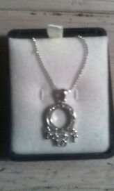 Chtistian Dior ladies neclace