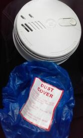 Mains smoke detector with brand new battery and dust cover, bargain only £4,pos local delivery