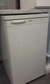 Under-worktop fridge