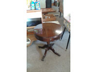Vintage round dark wood coffee table with 2 drawers. Strong and sturdy table