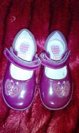 Lovely smart pair of girls light up clarks shoes size 5