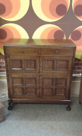 Antique oak unit. 2 top drawers and middle cupboard. Bottom cupboard has zing cooling removable tray