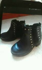 BLACK STUDDED ANKLE BOOTS.