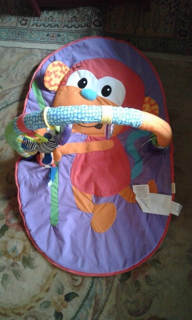 Jungle gym mat with arch