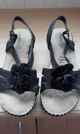 Size 6 black softlites sandals