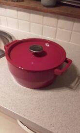 Large Pyrex cast iron casserole dish
