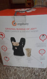 Baby Carrier and Infant Insert - Ergobaby - Original Bundle of Joy - Excellent condition