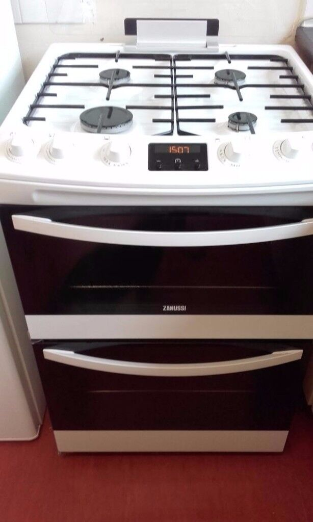 Gas cooker - Zanussi only 3 months old, immaculate