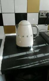 Cream gen refurb smeg kettle