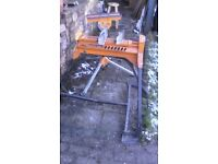 Triton supajaws work vice, complete with fully adjustable support stand and serrated timber jaws.