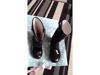 Infant girls size 7 primigi boots in vgc