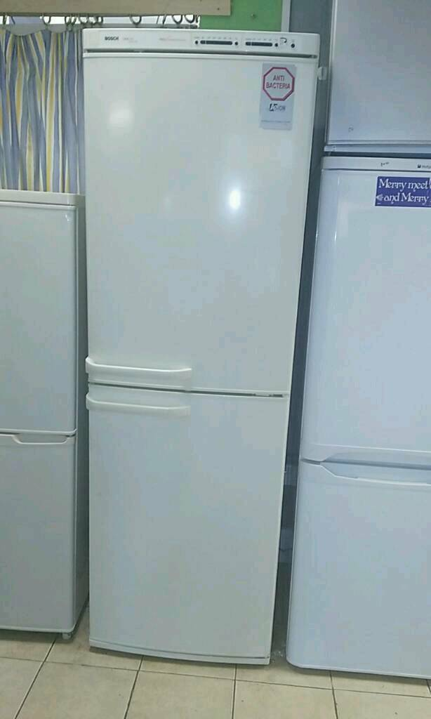 Fridge freezer fully working order and comes with 1 month GUARANTEE