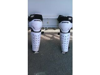 shin pads kneepads by oneill