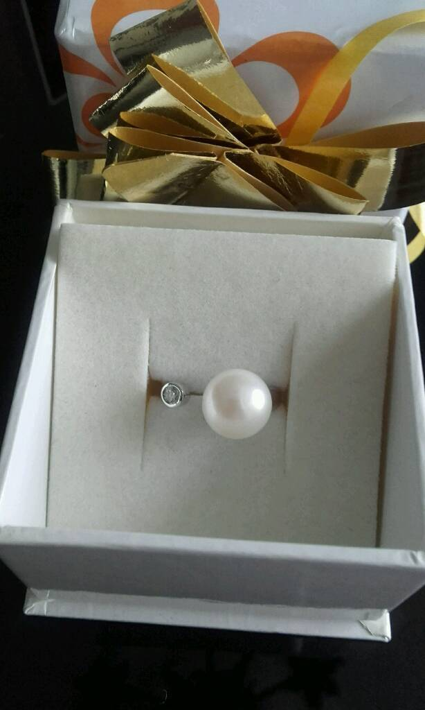Beautiful Modern Pearl and CZ Ring New