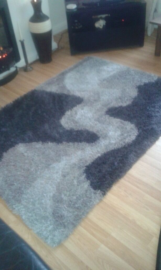 LOVELY BLACK & GREY RUG-COLLECTION HOUGH GREEN