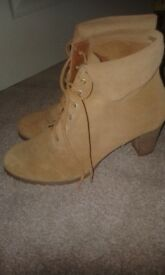 Tan Suede Boots. Lace up Heels 41