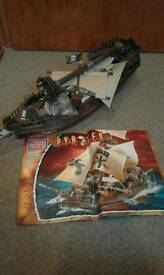 MEGA BLOCKS PIRATE SHIP.