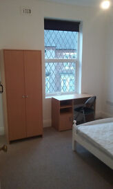 Rooms to let in clean and bright newly refurbished house. Professional tenants wanted.