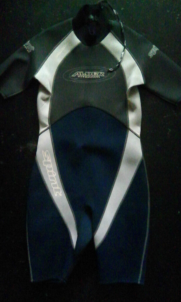 Alder titanium 3x2 short wetsuit L size in new condition