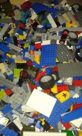 Job lot 3.5kg of mixed lego, bricks, boards, figures and wheels etc