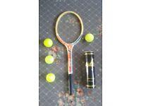 Tennis racket & 4 balls