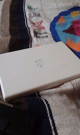 Macbook Mid 2009 4GB 13 inch (without charger)