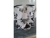 Fox comp 5 black and white motocross boots size 9 in very good condition £80.00 ovno