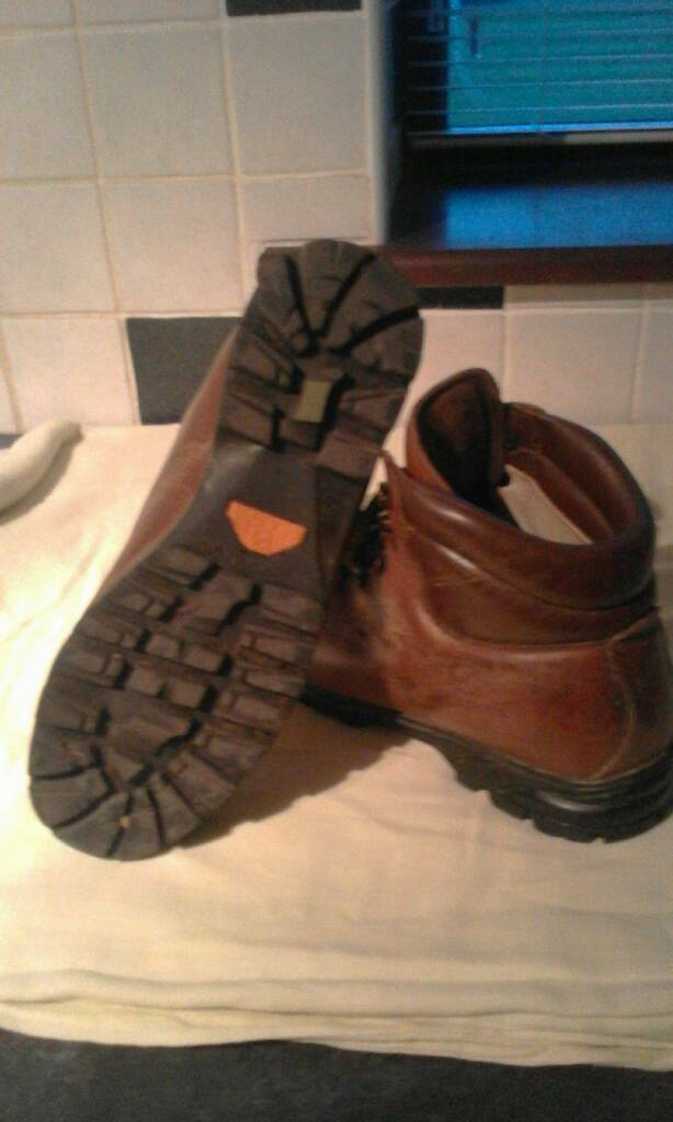 Leather scarpa walking boots