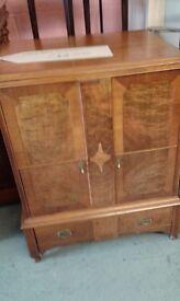 Stunning vintage cocktail cabinet lovely item £42.00