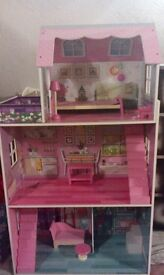 Excellent condition girls Dolls house with furniture