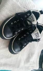 EXCELLENT CONDITION CONVERSE SIZE 7 ONLY WANT £15 FOR THEM